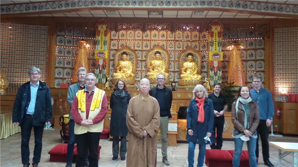 基督教參訪團與妙祥法師、Wolfgang督導(前排左一)合影。
